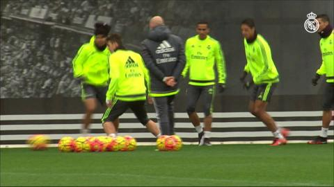 Cristiano Ronaldo steals Casemiro's hat during Real Madrid training session!