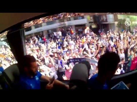 Experience the team's arrival at the Bernabéu from inside the bus!